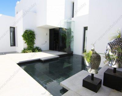 """Frontline Beach Villa """"La Cabane"""" in Los Monteros"""